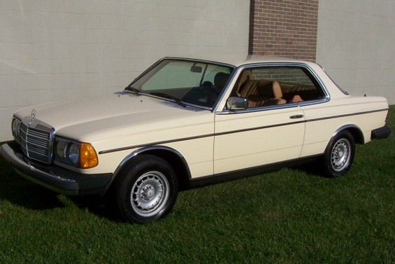 1982_Mercedes_Benz_300cdt_Us_9_950_Car.jpg